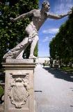 Statua dell'entrata al giardino di Mirabell a Salisburgo fotografia stock