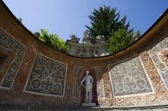 Statua dell'imperatore al waterpark al castello di Hellbrunn fotografia stock
