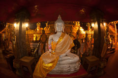 Statua dell'interno di Buddha di Wat Phra That Doi Suthep in Chiangmai, Tailandia Fotografia Stock