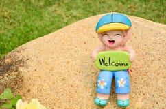 Statua della bambola dell'argilla per la decorazione usata in giardino o nella casa Fotografia Stock