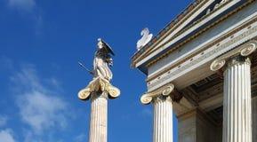 Statua della dea Athina e dell'accademia di Atene fotografia stock