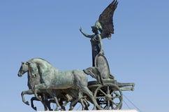 Statua della dea Victoria sul carrello Immagini Stock Libere da Diritti
