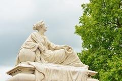 Statua della donna addolorantesi sul quadrato di Tacambaro in Oudenaarde, Belgio Immagine Stock Libera da Diritti