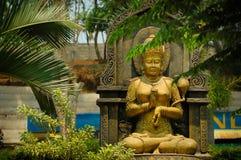 Statua della figura femminile dell'oro Immagine Stock Libera da Diritti