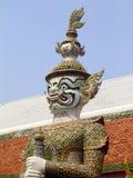 Guardia Statue - grande palazzo Fotografie Stock Libere da Diritti