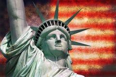 Statua della libertà con la bandiera di U.S.A. Immagine Stock Libera da Diritti