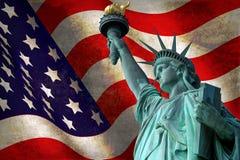 Statua della libertà con la bandiera di U.S.A. Immagine Stock