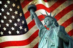 Statua della libertà con la bandiera di U.S.A. Immagini Stock