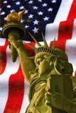 Statua della libertà con la bandiera di U.S.A. Fotografia Stock Libera da Diritti