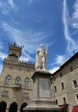 Statua della libertà in San Marino Country ed il sedile di Governme Fotografie Stock Libere da Diritti