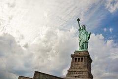 Statua della libertà sull'isola di libertà in New York Immagine Stock Libera da Diritti