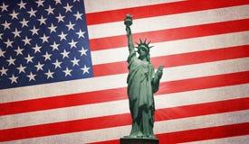Statua della libertà sulla bandiera di U.S.A. Fotografie Stock