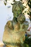 Statua della mamma con il suo bambino, Sorrento, Italia Immagini Stock Libere da Diritti