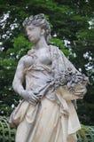 Statua della ragazza di fiore Immagini Stock Libere da Diritti