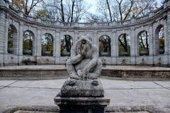 Statua della rana in Volkpark, Berlino Immagini Stock