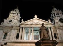 Statua della regina Anne alla cattedrale della st Paul Immagini Stock