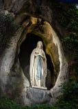 Statua della Vergine Santa a Lourdes Fotografia Stock
