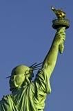 Statua della vista della parte posteriore della torcia della holding di libertà Immagini Stock Libere da Diritti