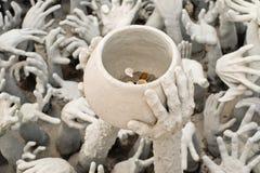 Statua delle mani dall'inferno immagine stock