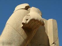Statua dentro del modello di Karnak Fotografie Stock Libere da Diritti