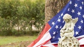statua di angelo della ragazza con la bandiera dell'america Fotografie Stock