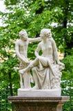 Statua di Anticient nel giardino di estate a St Petersburg Fotografia Stock