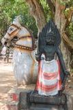 Statua di Ayyanar davanti al cavallo Fotografia Stock