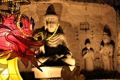 Statua di Buddha alla statua delle FO Guang Shan Malaysia Buddha di notte a ninding in un negozio di regalo fotografia stock