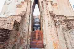 Statua di Buddha che si siede al parco di storia di Sukhothai Immagini Stock Libere da Diritti