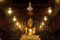 Statua di Buddha in chiesa Fotografie Stock