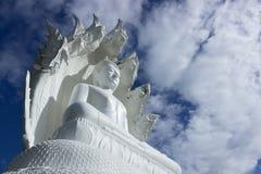 Statua di Buddha con bluesky Fotografie Stock Libere da Diritti