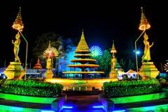 Statua di Buddha della rotonda della fontana intorno fotografie stock libere da diritti