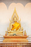 Statua di Buddha fuori di Wat Chedi Luang, Chiang Mai, Tailandia Fotografie Stock Libere da Diritti