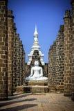 Statua di Buddha in grande Corridoio di Wat Maha That Immagini Stock Libere da Diritti
