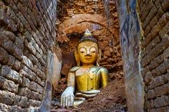 Statua di Buddha rovinata dal terremoto fotografia stock libera da diritti