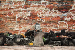 Statua di Buddha senza armi e gambe Immagini Stock