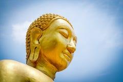 Statua di Buddha su cielo blu Fotografia Stock Libera da Diritti