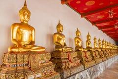 Statua di Buddha in tempio Immagine Stock
