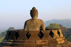 Statua di Buddha in tempio di Borobudur a Yogyakarta, Java, Indonesia fotografie stock