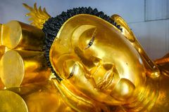 Statua di Buddha in tempio di Wat Phra Singh, Chiang Mai, Tailandia fotografia stock libera da diritti
