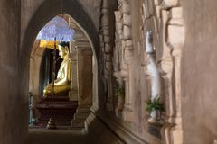Statua di Buddha in un tempio antico in Bagan, Myanmar (Birmania fotografia stock