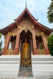 Statua di Buddha in un tempio in Luang Prabang immagini stock libere da diritti