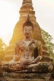 Statua di Buddha in vecchie rovine del tempio buddista Immagine Stock