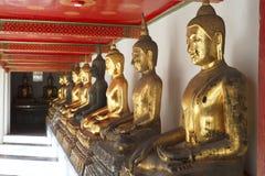 Statua di Buddha a Wat Phra Chetuphon Immagini Stock Libere da Diritti