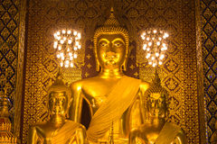 Statua di Buddha in Wat Phra That Hariphunchai, provincia di Lamphun Immagine Stock Libera da Diritti