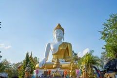 Statua di Buddha a Wat Prathat Doi Kam Fotografia Stock