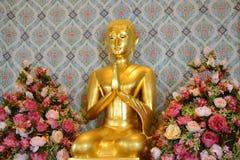 Statua di Buddha a Wat Traimitr Withayaram, punto di riferimento di viaggio Fotografie Stock Libere da Diritti