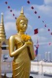 Statua di Buddhha in tempiale dorato della montagna Fotografia Stock Libera da Diritti