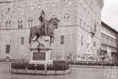 Statua di Cosimo I de Medici Equestrian da Giambologna e da Nettuno immagine stock libera da diritti