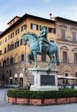 Statua di Cosimo I de Medici a Firenze, Italia fotografia stock libera da diritti